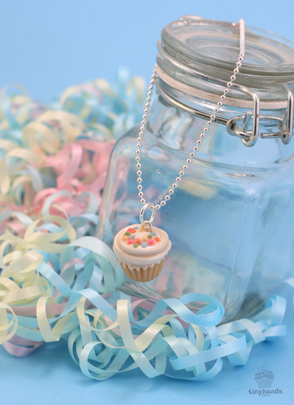 scented-vanilla-buttercream-cupcake-necklace-lowres